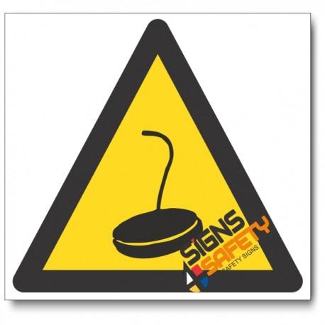 Magnet Crane Hazard Sign
